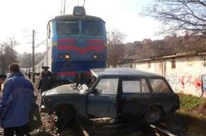 Поезд сбил легковушку в Севастополе