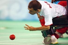 Спортсмены с церебральным параличом кидали мячики