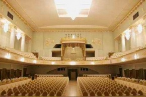 В театре Музкомедии для женщин выступят звезды европейской оперетты