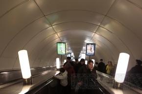 На «Достоевской» стало одним эскалатором меньше