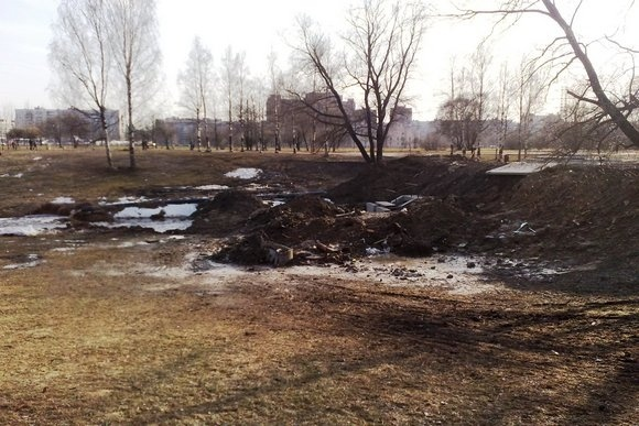 В Муринском парке починили дамбу и устроили помойку: Фото