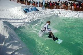 На «Снежном» лыжники попрыгают в воду