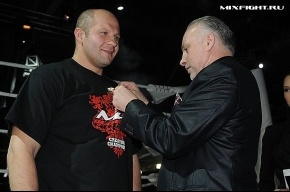 Емельяненко и ван Дама наградили орденами