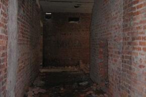 В подвале торгового центра нашли памятник погибшим воинам