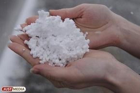 В Екатеринбурге выпал «пенопластовый снег»