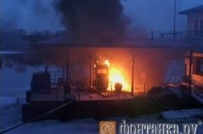 На Петровской косе сгорела заправка для яхт
