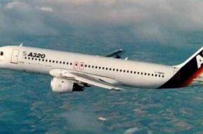 В Москве самолет совершил аварийную посадку