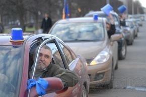 «Синие ведерки» с шумом проехали по Невскому проспекту