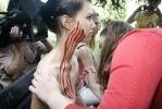 Фоторепортаж: «На пути российско-украинских отношений женщины встали голой грудью»
