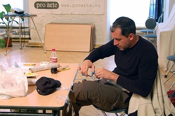 В Петербурге пройдет выставка скульптур из скотча: Фото