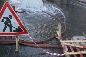 На набережной Карповки разлив холодной воды. Движение перекрыто