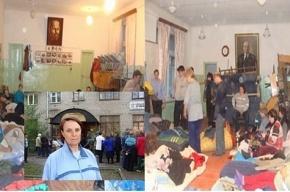 Рубцовск. Одних голодающих увозят в больницу, другие ложатся на их место