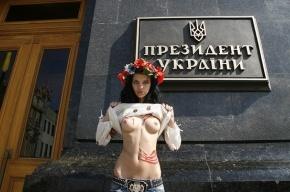На пути российско-украинских отношений женщины встали голой грудью