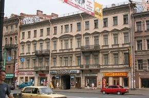 На Невском проспекте автобус сбил девушку