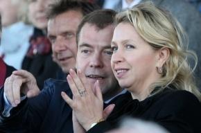 Медведев с женой посмотрели финал регаты
