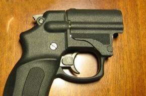 На милиционера завели дело за стрельбу из травматики