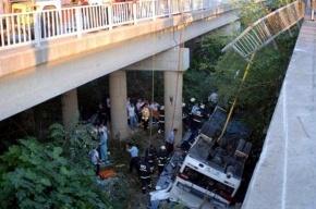Увеличилось число погибших при крушении автобуса в Турции