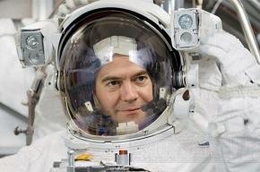 Медведев потратит на модернизацию 800 миллиардов рублей
