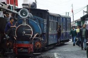 В Индии поезд сошел с рельсов – больше 20 погибших