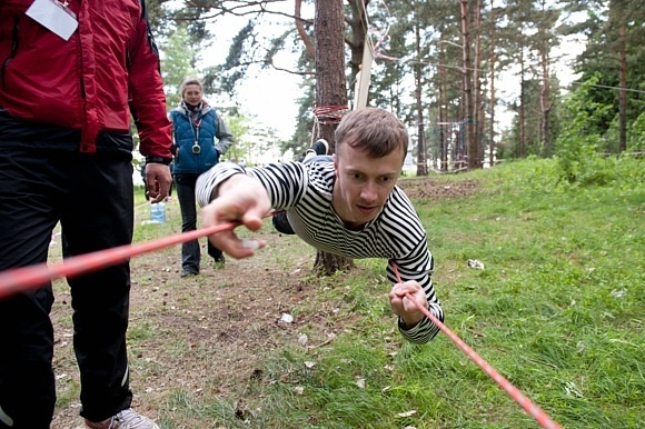 В Тарховском лесопарке «Монстры» лазали по веревкам: Фото