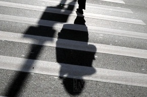 На пешеходном переходе у Медного всадника сбили трех женщин