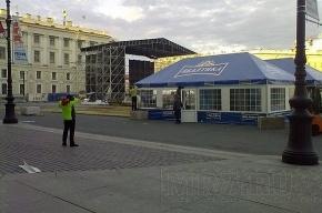 В преддверии «Алых парусов» на Дворцовой поставили пивной шатер