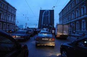 Хулиганы нарисовали гигантский фаллос на Литейном мосту