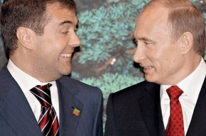Путин тыкает Медведеву