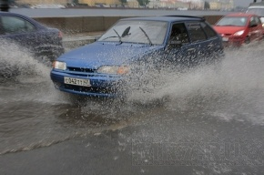 Москву штормит