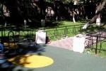 На новой детской площадке устроили помойку: Фоторепортаж