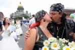 Торжество любви и бой за букет ромашек: Фоторепортаж