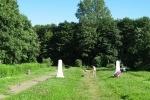 Фоторепортаж: «Братские могилы превращаются в пляж»