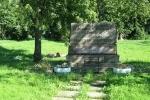 Братские могилы превращаются в пляж: Фоторепортаж