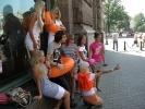 Фоторепортаж: «Очаровательные блондинки показали петербуржцам, как спастись при наводнении»