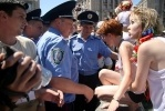 В эротическую баню на Майдане вмешалась милиция: Фоторепортаж