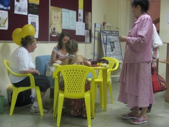 На Литейном открылся уличный читальный зал: Фото