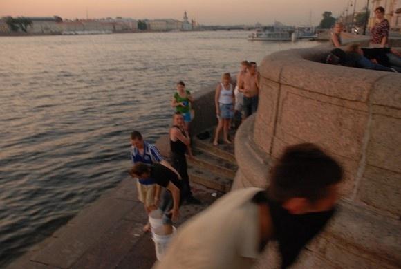 Молодого человека замуровали и пытались утопить: Фото
