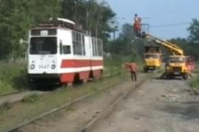Неисправный трамвай оборвал провода и спровоцировал гигантскую пробку на маршруте
