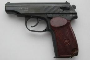 Пьяный водитель угрожал пистолетом сознательному работнику АЗС