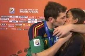 Поцелуй победы: испанский вратарь не сдержал эмоций