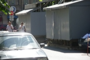 Жители Лахтинской страдают от вентиляторов и бензовозов