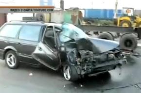 На Суздальском проспекте «Фольксваген Пассат» врезался в припаркованную фуру