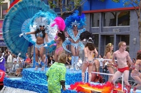 Первый в Восточной Европе гей-парад закидали яйцами