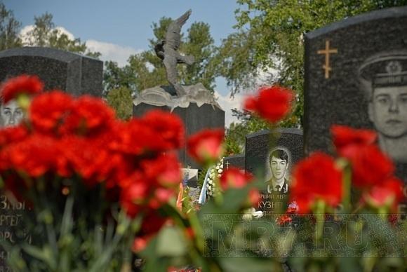 10 лет со дня гибели «Курска»: Петербург скорбит: Фото
