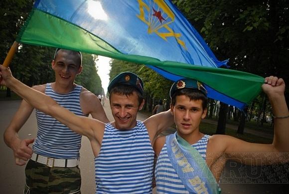 В Петербурге отпраздновали День ВДВ: Фото