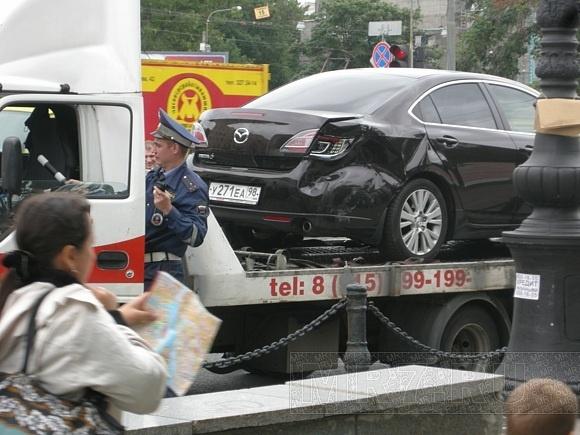 Джип врезался у метро «Горьковская»: Фото