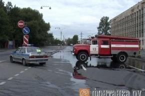 На Полюстровском проспекте - серьезный разлив воды