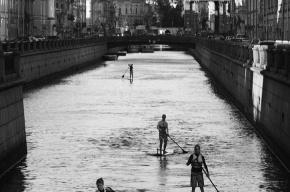 Серферы покатались по каналам Петербурга