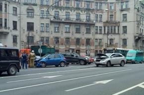 На Австрийской площади ДТП, пробка – от Троицкого моста