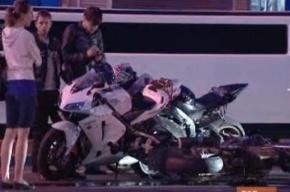 ДТП: Микроавтобус и мотоциклист не поделили дорогу у Эрмитажа